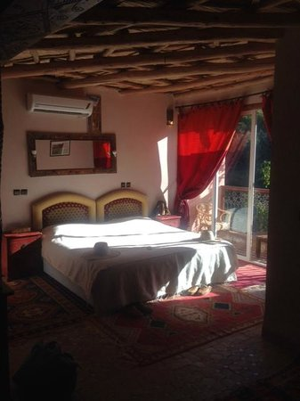 Riad Dar Imlil : Deluxe Suite bed with Balcony 1