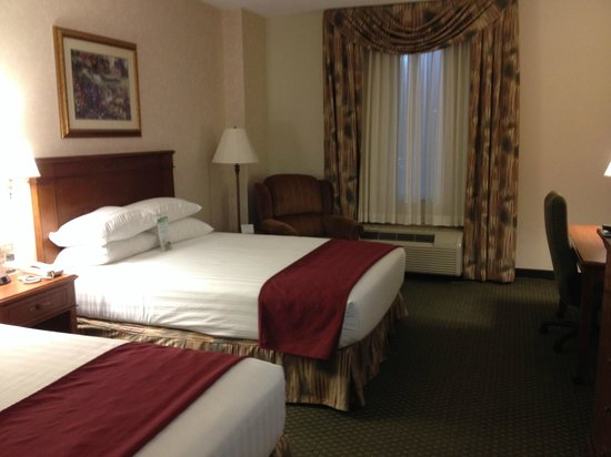 Drury Inn & Suites West Des Moines: Beds are really comfortable
