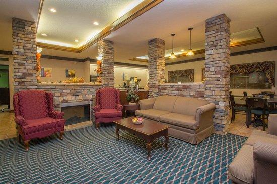 Best Western Inn & Suites : Lobby