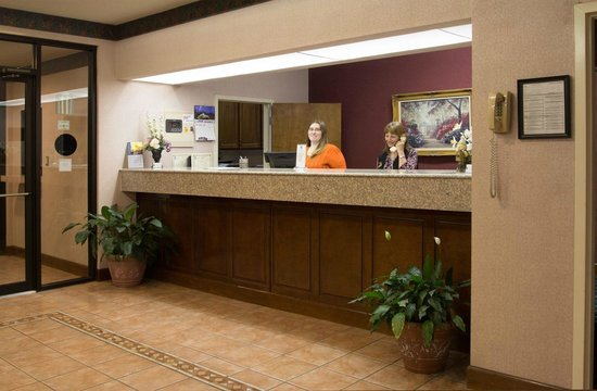 BEST WESTERN Inn & Suites: Lobby / Reception