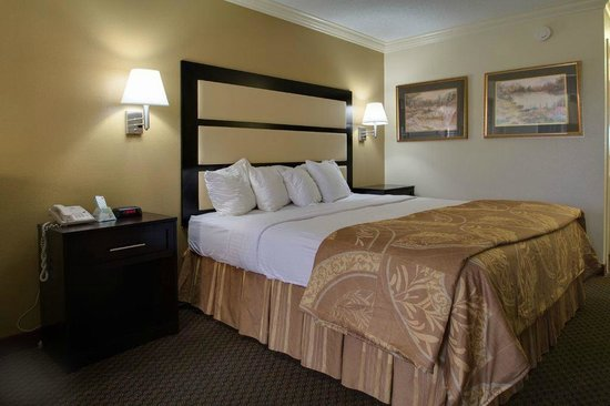 BEST WESTERN Inn & Suites: King Bed Suite