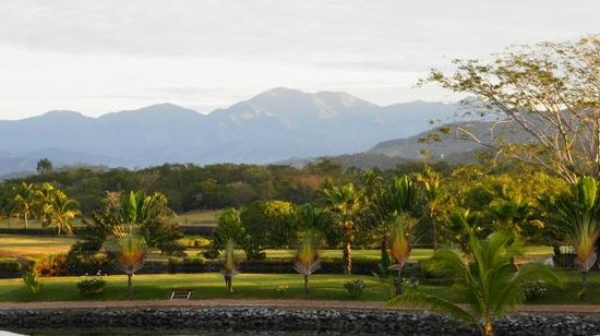 Marina Ixtapa Golf Club : MAOUNTAIN BACKDROP VIEW FROM CLUBHOUSE