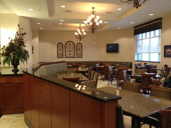 Drury Inn & Suites West Des Moines: Eating area