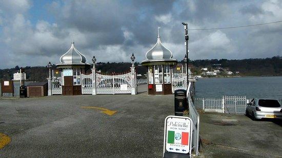 Bangor Garth: Pier Entrance