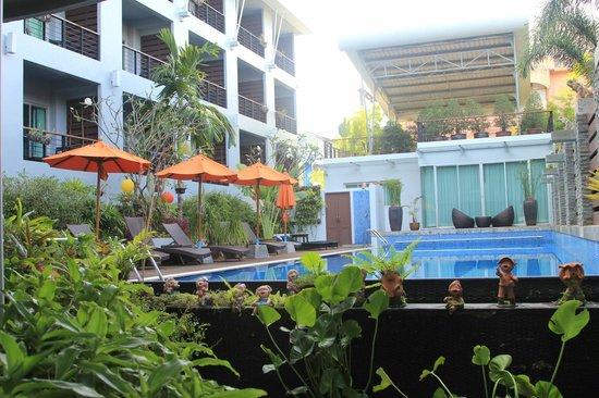 Baan Suwantawe: Pool