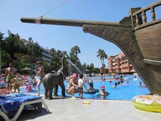 H10 Mediterranean Village: Piscina do hotel