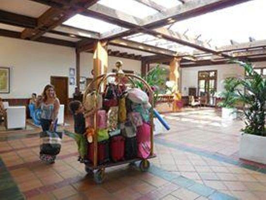 H10 Mediterranean Village: Saguão do hotel