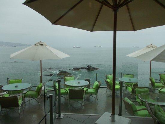 Sheraton Miramar Hotel & Convention Center : Vista da área do bar, anexo ao lobby