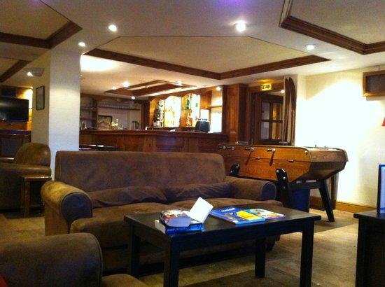 Au Coq de Bruyere Hotel: The Bar
