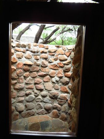 Tau Game Lodge : Outdoor shower