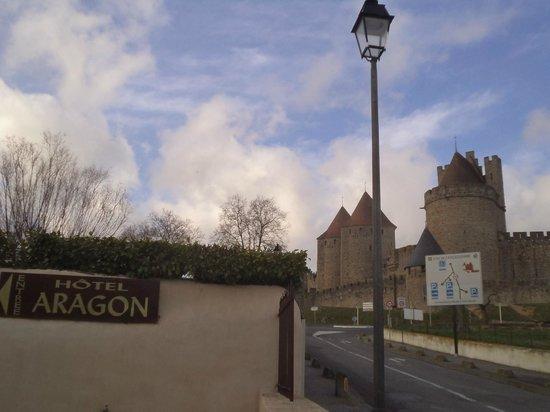 Hotel Aragon: Proximidade com as muralhas