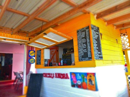 Chez Leandra : Small bar on the patio