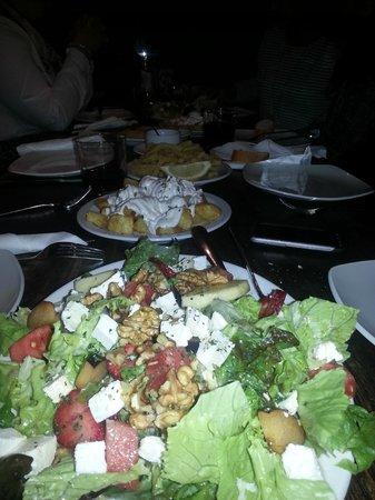 Meson del Caballo Blanco: ensalada, bravas