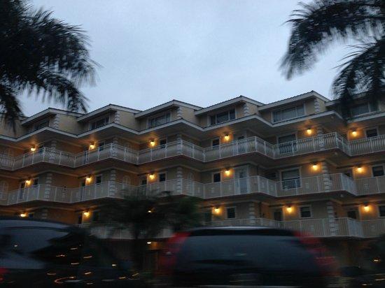 Beso Del Sol Resort: beso at night