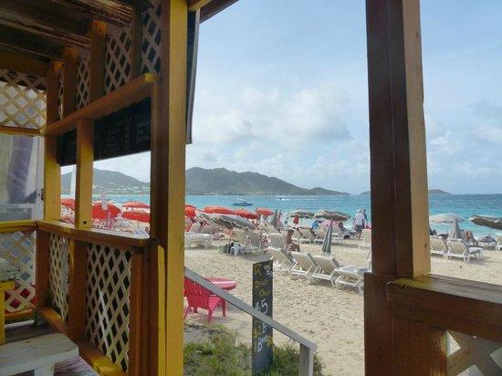 Chez Leandra : Looking north along Orient Beach