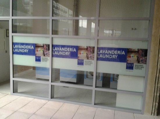 Tryp Madrid Airport Suites: Lavanderia
