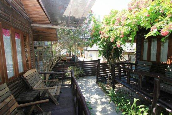 Banana Garden Home: C1 - links