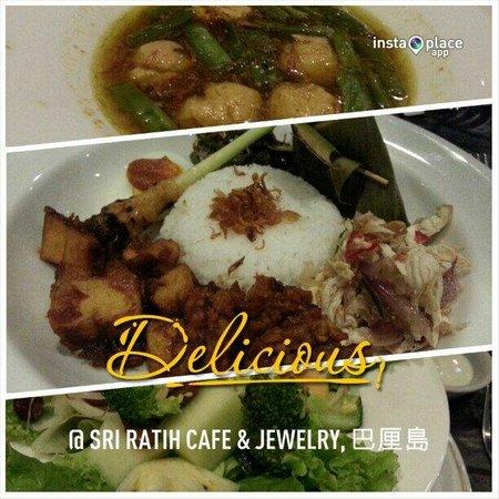 Sri Ratih Cottages: Dinner at the restaurant