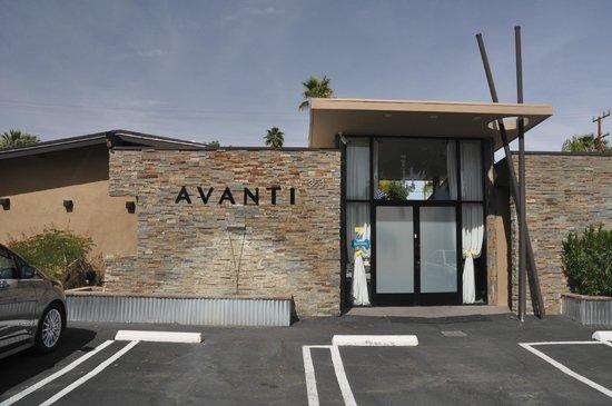 Avanti Hotel: Front