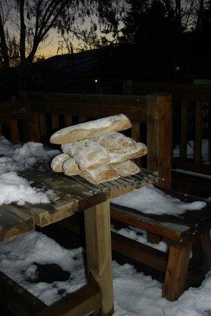 Gite San Feliu : pain bientôt recouvert de délicieuse confiture