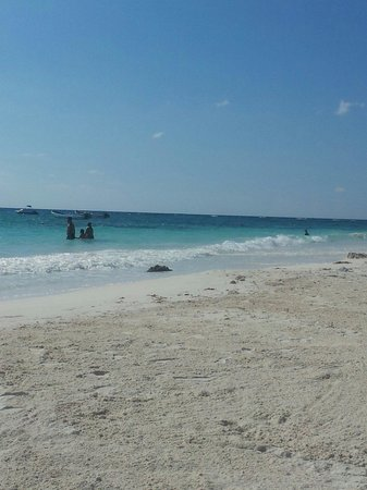 Xpu-ha Beach: Highly recommend this beach to get away from a crowed resort or if like us your resort didnt eve