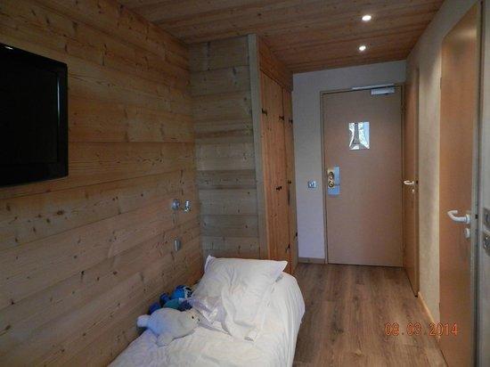 Hotel Alpen Roc: chambre triple avec balcon vue montagne