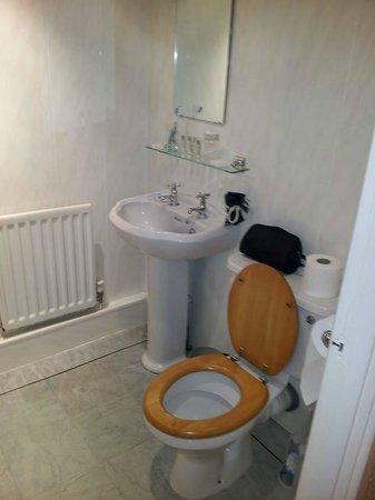Damson Dene Hotel: bathroom