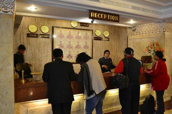 Hotel Clarks Shiraz: Холл