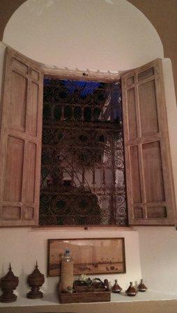 Dar Seven: Detalle ventana habitación