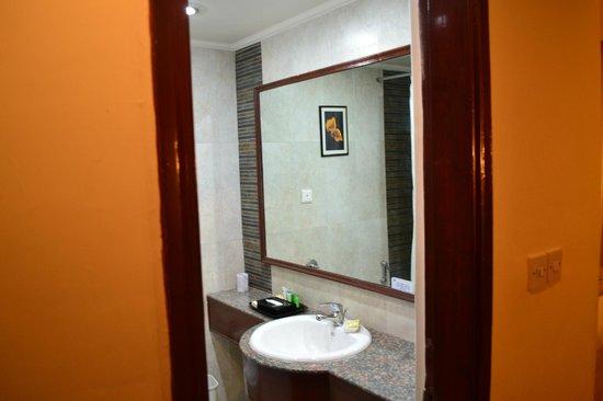 Hotel Clarks Shiraz: Ванная комната