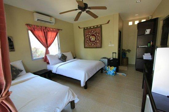Lanta Castaway Beach Resort: C 10 - Tropical Daze Room