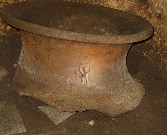 Chechem Ha cave : 2000+ year old pot