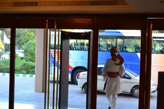 Hotel Clarks Shiraz: Центральный вход