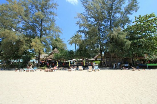 Lanta Castaway Beach Resort: Strand am Mittag