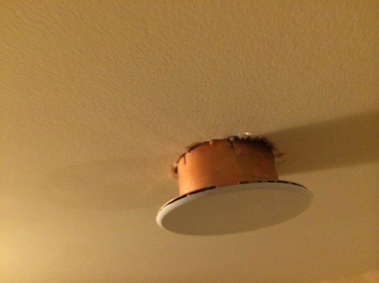 The Meritage Resort and Spa : Circle thing falling from ceiling