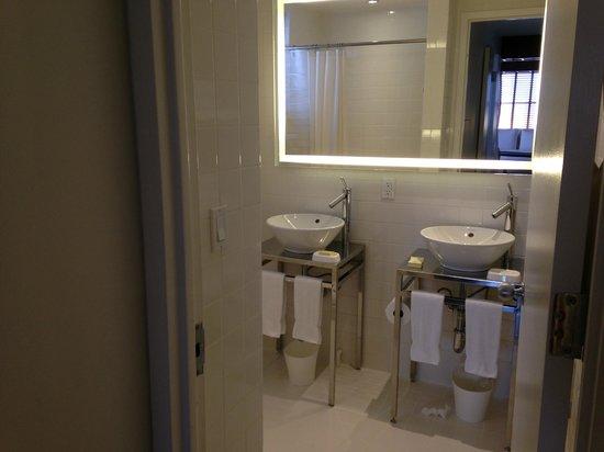 Hudson Hotel New York: Full Bath