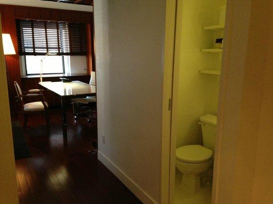 Hudson Hotel New York: Half Bath
