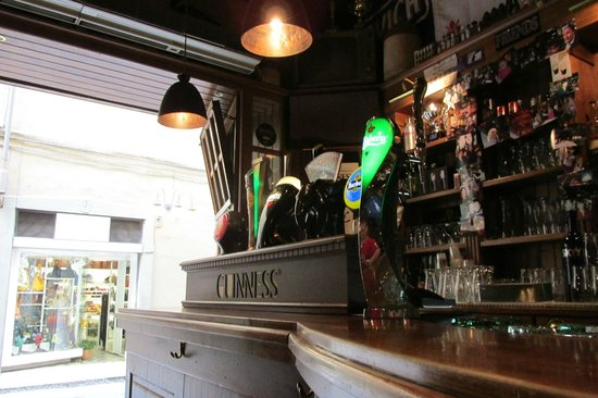 The Friends Pub: The Bar