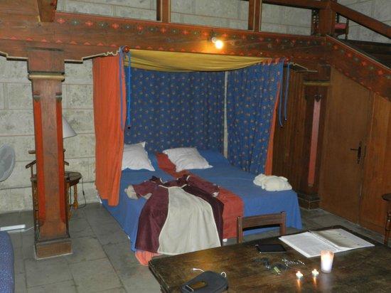 Chateau de Coudree: lit du donjon
