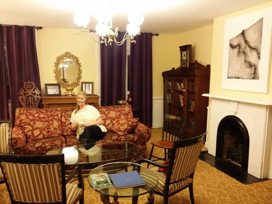 Linden Row Inn: Sitting area