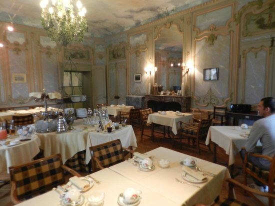 Chateau de Coudree: salle pdj