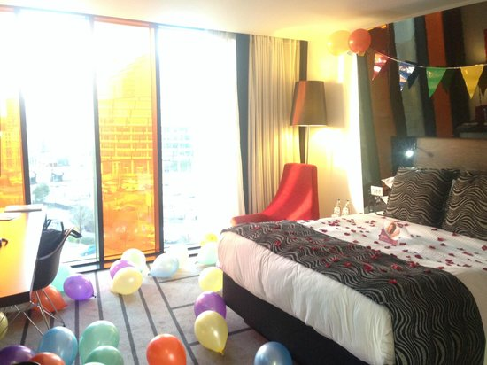 Crowne Plaza Manchester City Centre: I Decorated Our Standard Queen  Non Smoking Room For