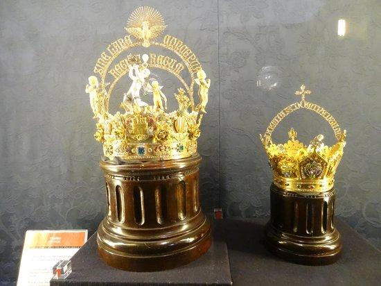 Catedral de Sevilla: Corona para la Virgen de Los Reyes