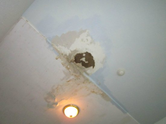 Airport Inn: Leaking ceiling around electrical