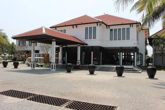 Hoi An Beach Resort: The lobby