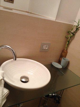 Frank's House: Salle de douche privée avec savon Dove et effluves de jasmin!