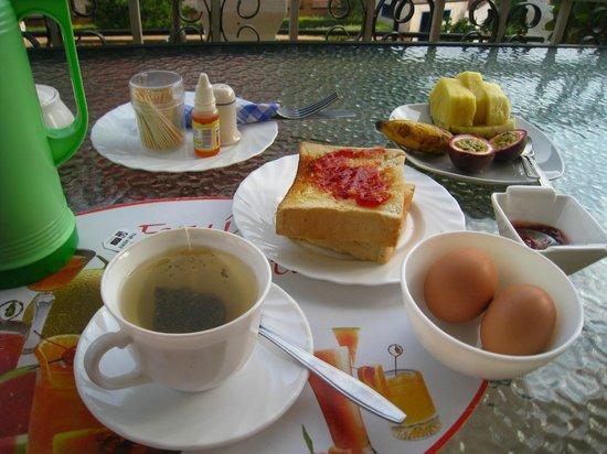 Step Town Motel: breakfast