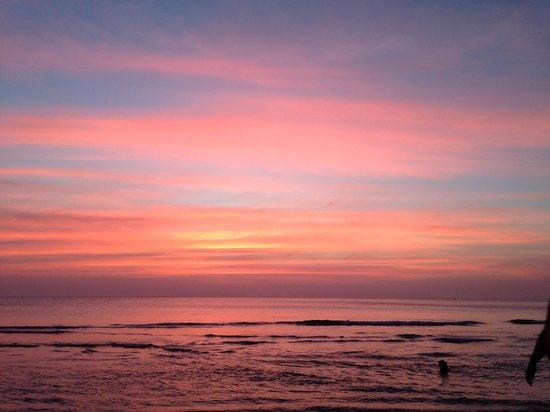 Kacha Resort & Spa, Koh Chang : Beach front sunset