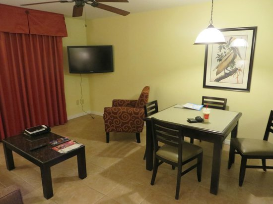 Best Western Premier Saratoga Resort Villas: Living/Dining Room