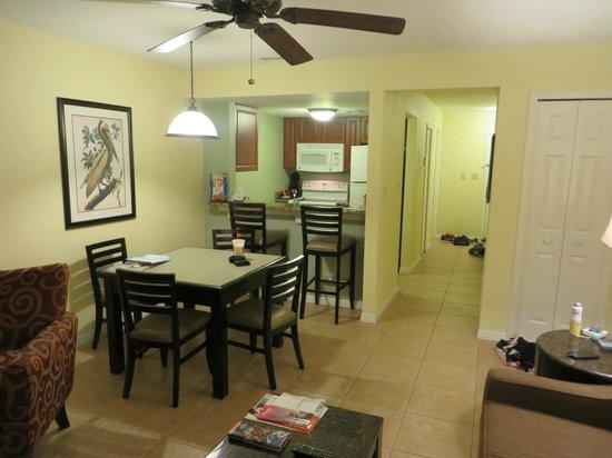 Best Western Premier Saratoga Resort Villas: Living/Dining/Kitchen